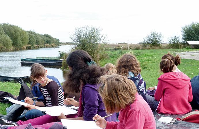 Image activité-artistique-extérieur-enfants Classe de découverte Côté Découvertes
