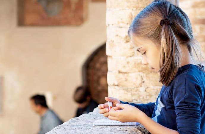 Image atelier-écriture-enfant Classe de découverte Côté Découvertes