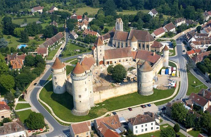 Image château-de-Blandy-Les-Tours Sur les traces de Molière Classe de découverte Côté Découvertes