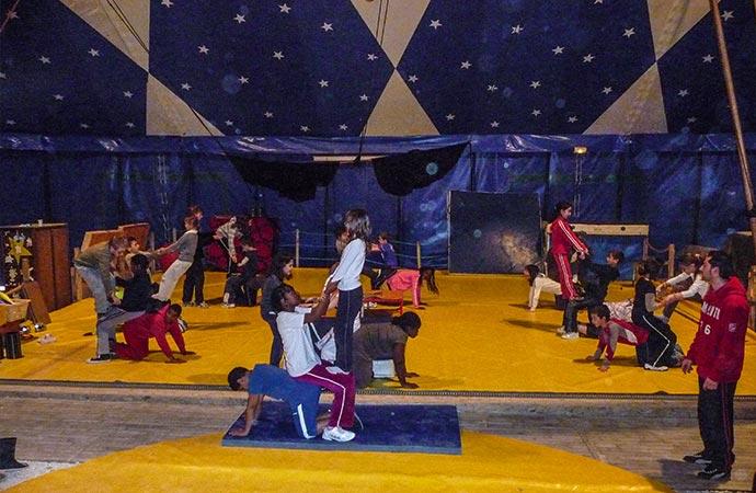 Image enfants-cirque-chorégraphie Arts du cirque Classe de découverte Côté Découvertes