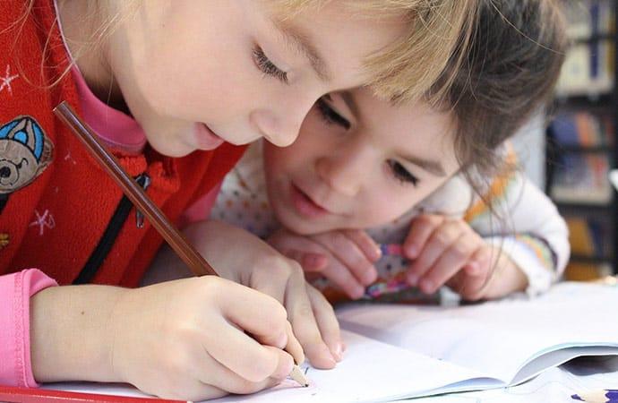 Image enfants-dessin-carnet-de-voyage Morbihan Classe de découverte Côté Découvertes