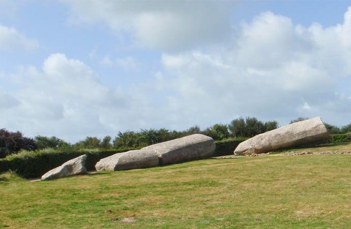 Image site-mégalithique-locmariaquer Morbihan Classe de découverte Côté Découvertes