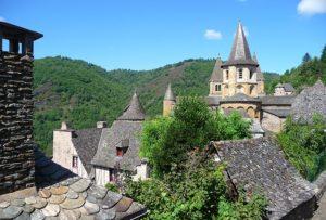 Image village conques Classe de découverte Côté Découvertes