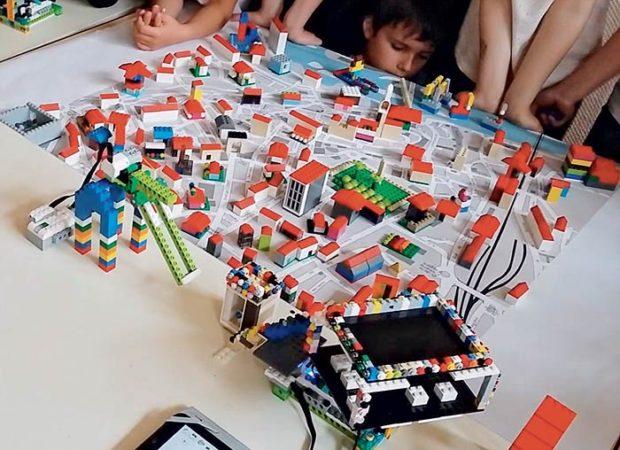 Image lego-robot robotique Classe de découverte Côté Découvertes