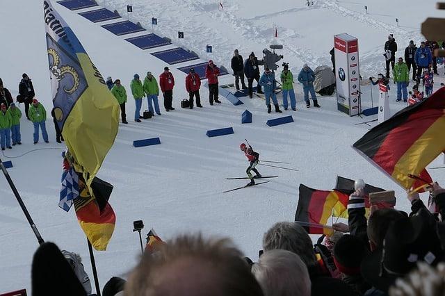 Image skieur-coupe-du-monde-biathlon Classes évènements Classe de découverte Côté Découvertes